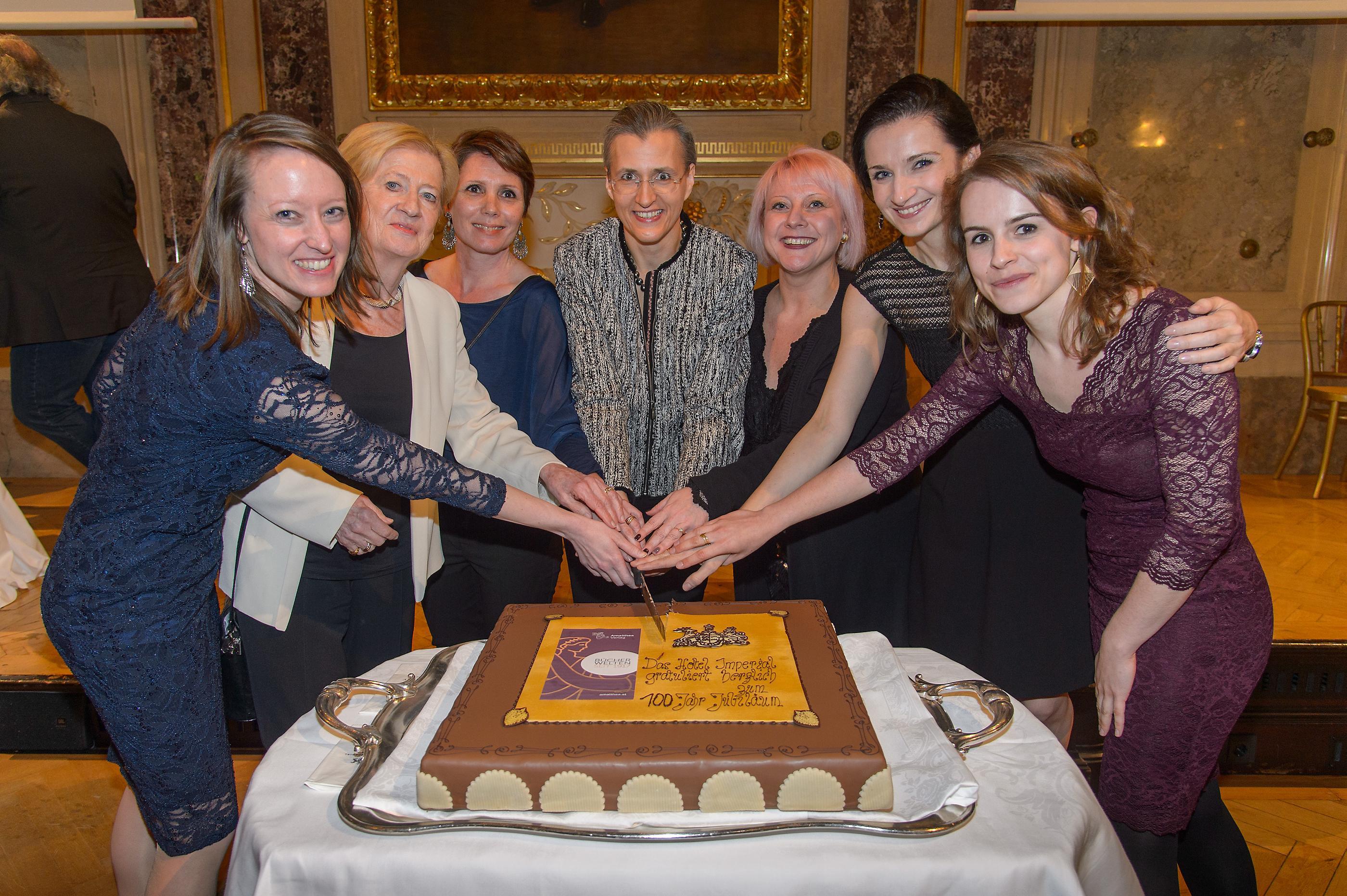 Amalthea Team: Madeleine Pichler, Brigitte Sinhuber, Ingeborg Lux, Carmen Sippl, Michaela Mottinger, Katarzyna Lutecka und Linn Steinicke